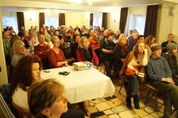 Gut besucht war die Gründungsversammlung der Bürgerinitiative Chattengau gegen Massentierhaltung. Foto: Jörg Warlich