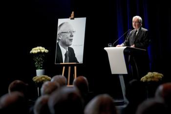 Bei der Gedenkfeier sprachen der Exekutivdirektor des IASS Potsdam Prof. Dr. Klaus Töpfer. Foto: SMA Solar Technology AG