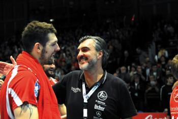 Kreisläufer Felix Danner und Trainer Michael Roth. Foto: Hartung