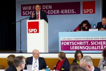Landrat Winfried Becker warb für eine sachliche und unaufgeregte Fortsetzung der Flüchtlingsarbeit. Foto: nh