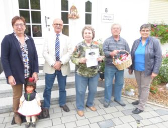 Heidrun Englisch (Tourismusservice Rotkäppchenland), Bernd Herbold (Stadtrat Homberg), Margot Wendt, Manfred Wendt und Gisela Esser (Haus Hildegard) (v.l.). Foto: nh