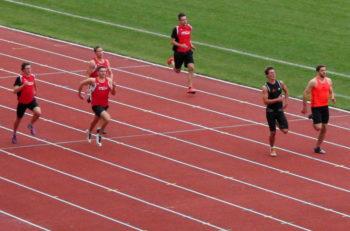 Beim 200-Meter-Lauf bestimmten Christopher Hödl und Sven Eichel das Geschehen. Foto: nh