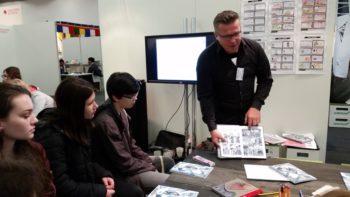 Wie man ein Comic richtig aufbaut erklärte Nils Oskamp den Jugendlichen. Foto: nh