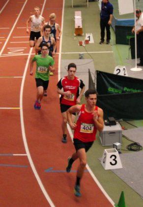 Noch eine Runde vor Schluss führte das MT-Duo das 800m-Feld eindrucksvoll an. Foto: nh