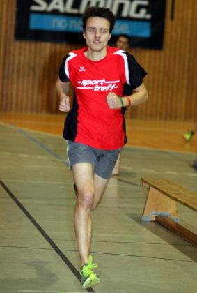 Christian Schulz überzeugte auch in der Melsunger Stadtsporthalle auf der Mittelstrecke und ließ sich den Titel über 1000 Meter nicht nehmen. Foto: Lothar Schattner