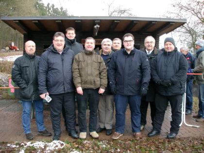Armin Happel (CDU-Vorstandsmitglied), Mark Weinmeister (Hessischer Staatssekretär), Martin Pflüger (JU-Stadtverbandsvorsitzender), Andreas Göbel (CDU-Ortsverbandsvorsitzender), Stefan Pinhard (Bürgermeister Schwalmstadt), Reinhard Otto (Stadtverordnetenvorsteher), Christian Brück (CDU-Stadtverbandsvorsitzender), Bernd Siebert (MdB) und Karsten Schenk (CDU-Fraktionsvorsitzender) (v.l.). Foto: nh