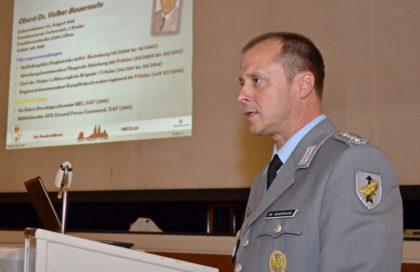 Oberst Dr. Volker Bauersachs informierte über die Entwicklung des Bundeswehr-Standortes Fritzlar. Foto: Reinhold Hocke