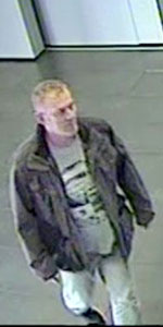 Der Tatverdächtige in der Bank. Foto: Polizeipräsidium Nordhessen/obs