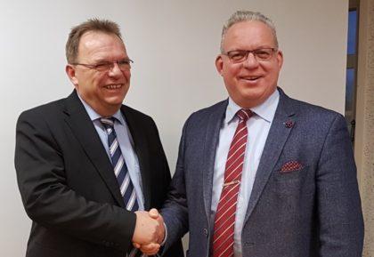 Winfried Becker und sein Nachfolger im Amt des Verbandsvorsitzenden Jürgen Kaufmann. Foto: nh
