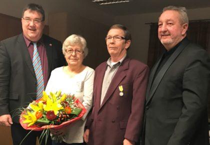 Staatssekretär Mark Weinmeister, das Ehepaar Schottenhammer und Bürgermeister Jörg Müller. Foto: nh
