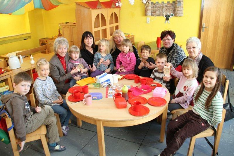 Vereinsgemeinschaft Gombeth unterstützt Kindergarten | SEK-News