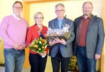 Gratulanten:  Detlef Schwierzeck, Heidrun Blokzyl und Hans-Günter Kripko (von links) beglückwünschten Walter Blokzyl (Mitte) zum Jubiläum. Foto: nh