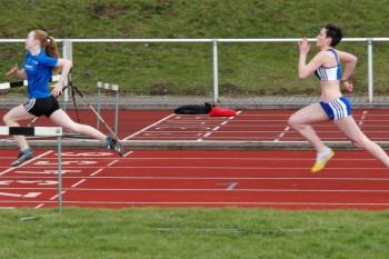 Für eine weitere Glanzleistung sorgte Kim Hagemann im Sprint über 75 Meter, als sie mit 10,27 Sekunden der stärker eingeschätzten Johanna Künzel (10,69 Sek.) keine Chance ließ. Foto: Alwin J. Wagner
