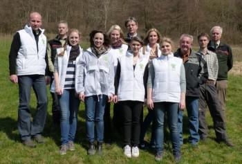 Das Team der Aufforstung am 18. April im Forstamtsbezirk Neukirchen. Foto: nh