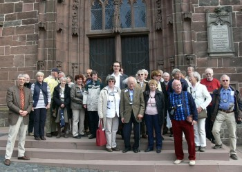 Die Reisegruppe vor der Reformationskirche. Foto: nh