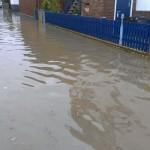 Wege und Straßen standen unter Wasser. Foto: Tobias Bräuning
