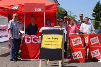 Mitglieder des DGB-Kreisvorstands Schwalm-Eder sowie weitere Gewerkschafter während des Aktionstags in Homberg. Foto: nh