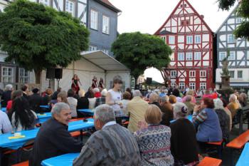 Blick über das Johannisfest 2012. Foto: nh