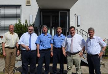 Dirk Stippich, Bernd Siebert, Gerd Kümmel, Herr Klotzbach, Mark Weinmeister und Polizeipräsident Eckhard Sauer (v.l.). Foto: nh
