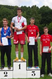 Die Siegerehrung der männlichen Jugend U20 mit Bronzemedaillengewinner Michael Hiob und dem Vierten ´Tobias Stang (beide MT Melsungen). Foto: Alwin J. Wagner