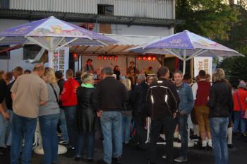 Abendliche Stimmung auf dem Brauereifest. Foto: Hessische Löwenbier Brauerei