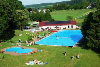 Noch bis Sonntag kann gebadet werden, dann schließt das Waldschwimmbad die erfolgreiche Saison 2018. Foto: nh
