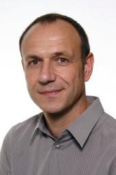 Moderator Dirk Neurath vom Hessischen Rundfunk führt durch den Abend. Foto: nh