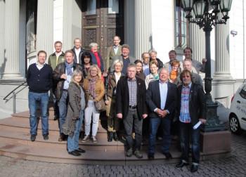 Die Reisegruppe vor dem Landtagsgebäude. Foto: Gert Wenderoth