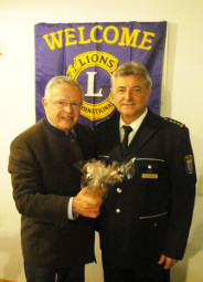 Lions-Präsident Bernd Pfeiffer (links) und Erster Polizeihauptkommissar Michael Stuhlmann. Foto: Gert Wenderoth