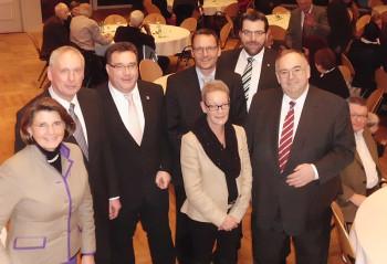 Madelaine Foet, Reinhold Thiemann, Staatssekretär Mark Weinmeister, Bürgermeister Markus Boucsein, Barbara Braun-Lüdicke, Bernhard Lanzenberger und MdB Bernd Siebert. Foto: nh