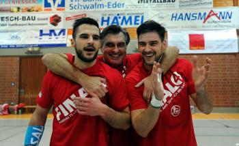 Michael Allendorf, Trainer Michael Roth und Kapitän Nenad Vuckovic (v.l.) können sich zurecht über den erneuten Final Four-Einzug freuen. Foto: Hartung