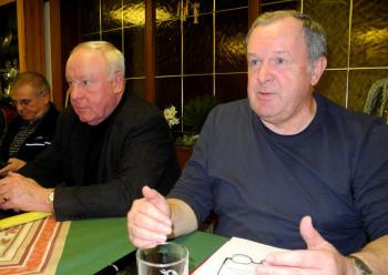 Vorsitzender Bernd Zuschlag (rechts), links neben ihm Vorstandsmitglied Friedrich Döring. Foto: nh