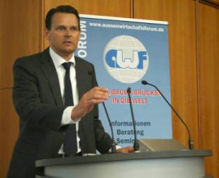 Dr. Constantin H. Schmitt,  stellvertretender Vorsitzender des IHK-Außenwirtschaftsausschusses und Leiter der Konvekta AG in Schwalmstadt . Foto: nh