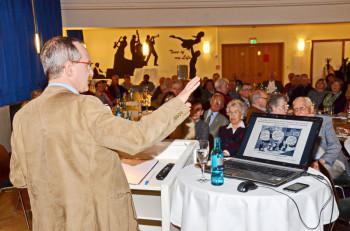 Prof. Dr. Gunther Hellmann trägt vor. Foto: Reinhold Hocke
