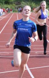 Jüngste Jugend-Kreismeisterin wurde die 14-jährige Franziska Ebert aus Röhrenfurt, die die 100 Meter in 13,65 Sekunden zurücklegte. Foto: Alwin J. Wagner