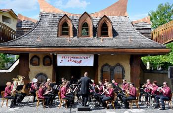 Das Blasorchester Brunslar auf der Märchenbühne. Foto: Hans Wilhelm