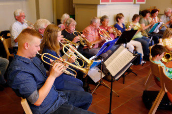 Der Posaunenchor war eine von fünf Gruppen der Hephata-Kirchenmusik, die sich an der Sommerserenade beteiligten. Foto: nh