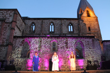 Traumhafte Kulisse: Musicals an der Totenkirche. Foto: Archivfoto Stadt Schwalmstadt