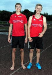 Jan Ullrich und Tobias Stang hatten allen Grund zur Freude, nachdem sie im Dreisprung gute Leistungen abgeliefert hatten. Foto: Alwin J. Wagner