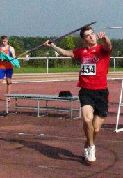 Mit einem kraftvollen Anlauf erzielte Henri Alter im ersten Versuch in Bad Blankenburg 62,14 Meter. Foto: Alwin J. Wagner