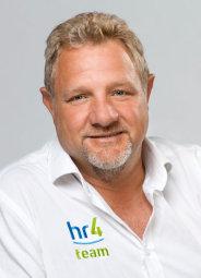 hr4-Moderator Carsten Gohlke führt durch die Veranstaltung beim Tanzsportclub Schwalmkreis. Foto: hr/Benjamin Knabe