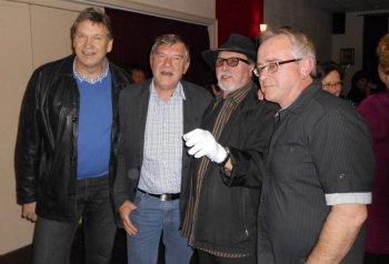 Bürgermeister Edgar Slawik, Bürgermeisterkandidat Rolf Ganz, Altrocker Ray Binder und Dietmar Hering (v.l.). Foto: nh