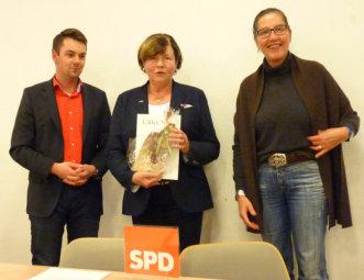 Patrick Gebauer, Ingeborg Huck und Regine Müller (v.l.). Foto: nh
