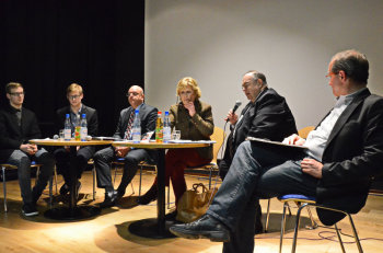 Johannes Kreuzer, Gregor Kreuzer, Prof. Dr. Edgar Franke (MdB/SPD), Ulrike Merten-Hamann Präsidentin der GSP,  Bernd Siebert (MdB/ CDU) und Prof. Dr. Gunther Hellmann (Uni Frankfurt) (v.l.). Foto: Reinhold Hocke