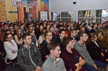 Schüler der Klassen Q 1 und Q 3 im Plenum. Foto: Reinhold Hocke