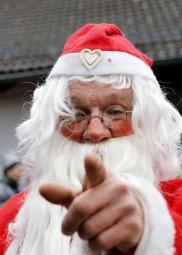 Nikolaus: Der bärtige Mann darf bei dem Markt nicht fehlen. Für alle Kinder hat er kleine Geschenke dabei. Foto: hephata