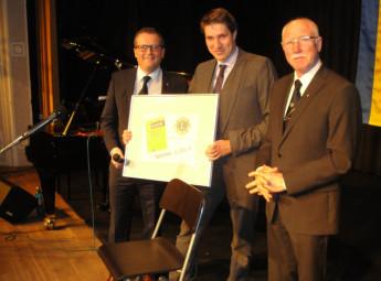 Spendenübergabe: Präsident Michael Sack, Bürgermeister Dr. Nico Ritz und der Vorsitzende des Fördervereins, Hans-Dieter Nitsch (v.l.). Foto: Gert Wenderoth