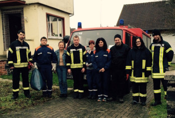 Die Helfer der Einsatzabteilung und der Jugendfeuerwehr der Freiwilligen Feuerwehr Trutzhain. Foto: nh
