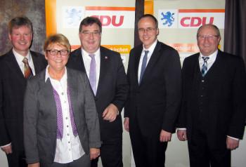 Bürgermeister Klemens Olbrich, Veronika Backes, Staatssekretär Mark Weinmeister, Innenminister Peter Beuth und Jürgen Lepper (v.l.). Foto: nh