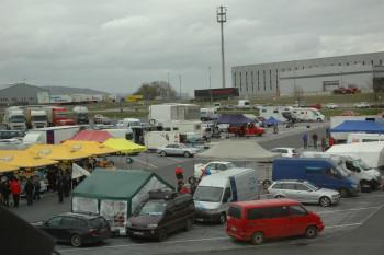 Blick auf das Fahrerlager, das auch in diesem Jahr wieder am MAXI-Autohof ist Ostheim sein wird. Foto: nh
